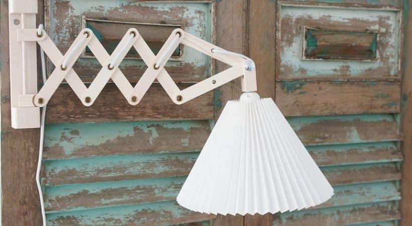 Lille & billig sakselampe - Træ