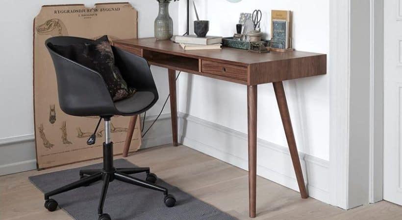 Skrivebord i valnød (mørkt træ)