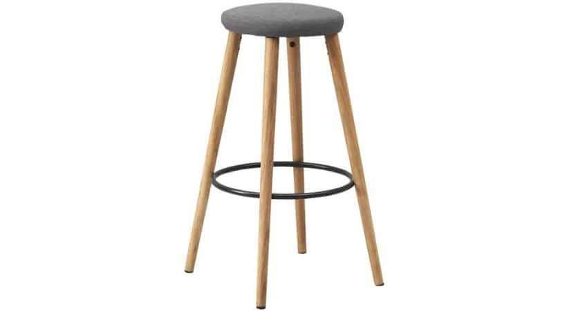 Billig barstol i træ (eg)