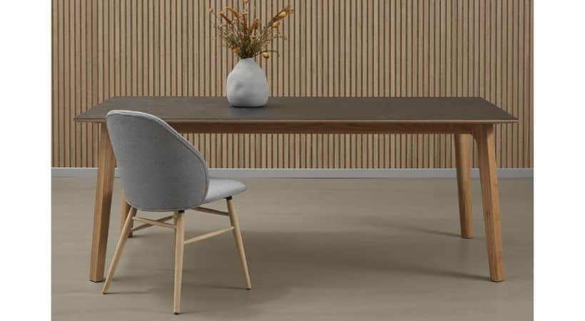 Gråt spisebord med keramisk bordplade