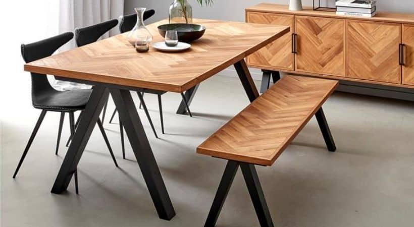 Spisebord i egetræ med udtræk