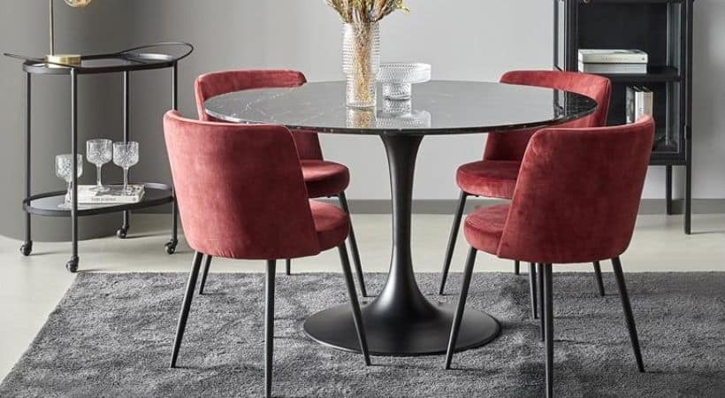 Rundt spisebord i sort marmor