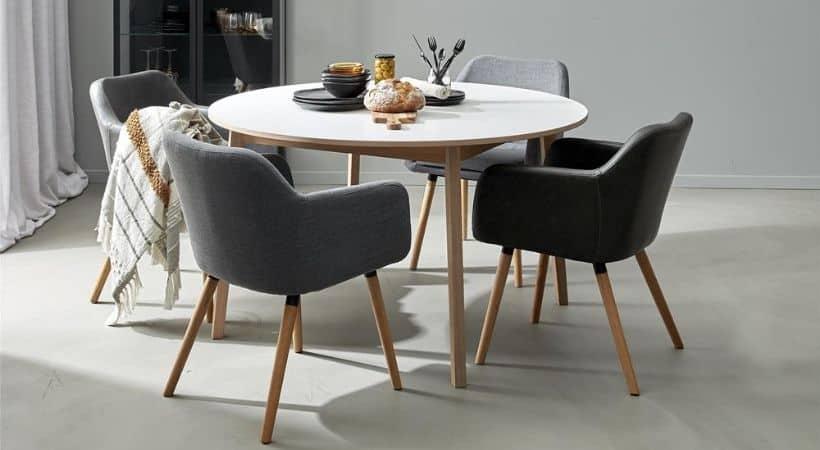 Rundt spisebord med udtræk og træben