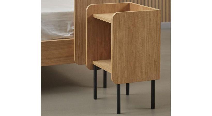 Sengebord i træ og med hylde - 60 cm højt