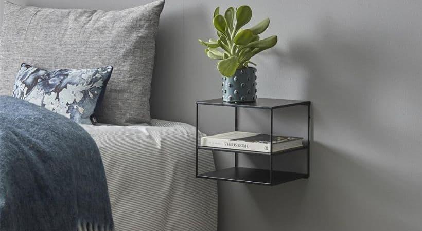 Hængende natbord i simpelt design