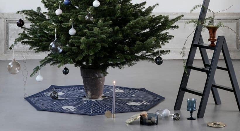 Moderne juletræstæppe med påtrykt mønster - Blåt