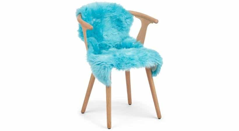 Blåt lammeskind - Perfekt til en stol
