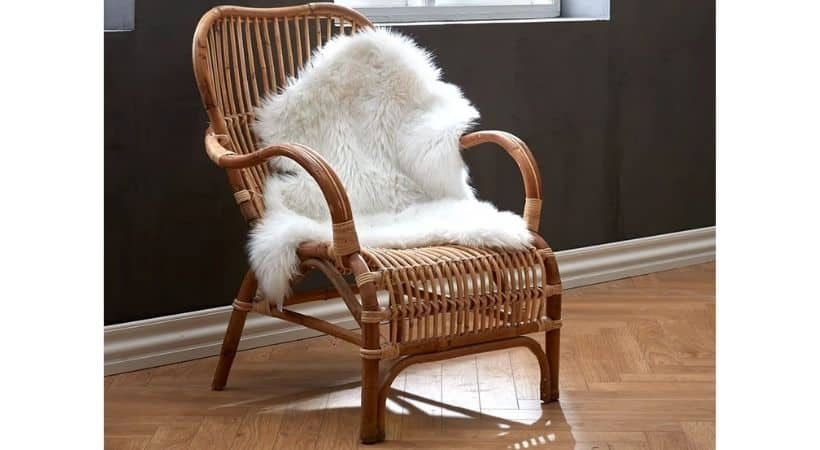 Imiteret hvidt lammeskind - Oplagt til en stol