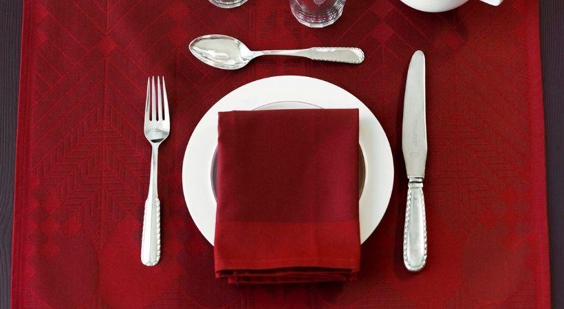 Røde stofservietter - Oplagt valg til jul