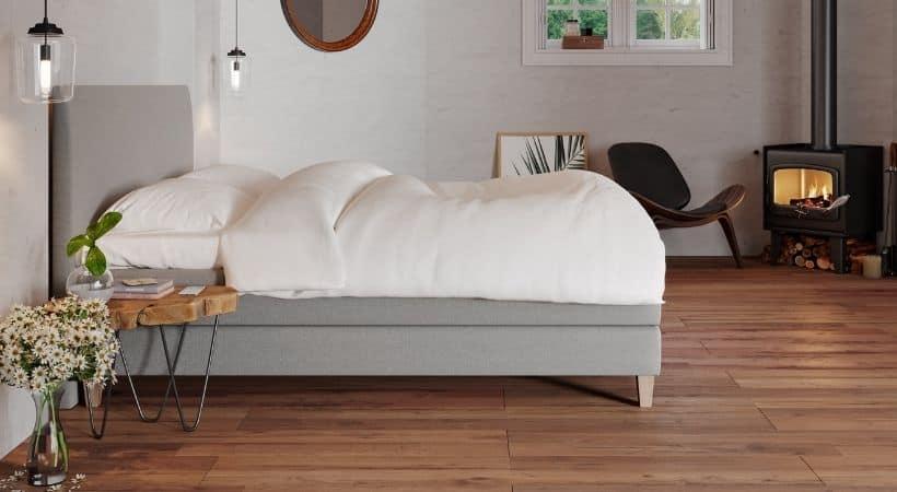 Edda - Høj seng (masser af plads til opbevaring under)