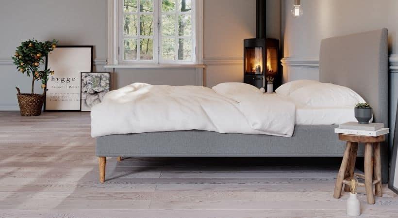 Saga - Klassisk seng med valgfri ben (træ eller metal)