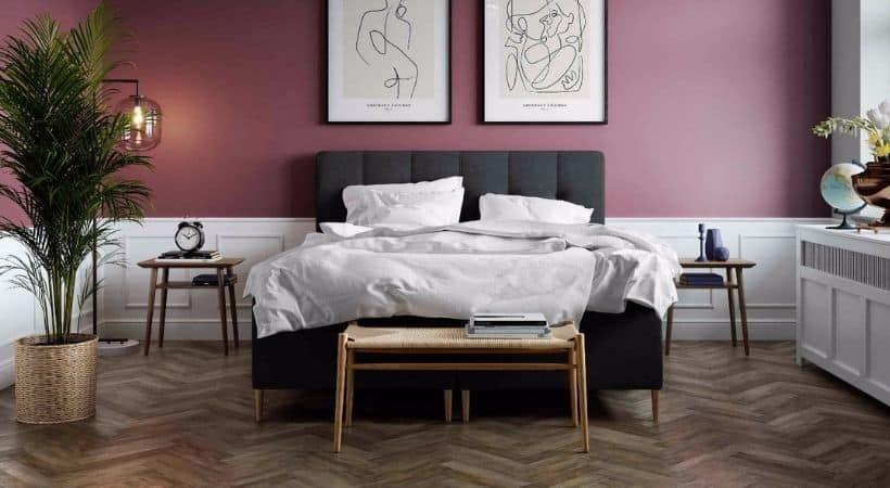 Venus - Elegant og enkel sort seng